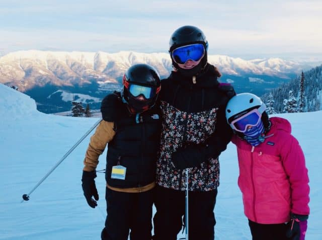 Skiing w kids (Medium)